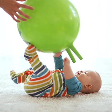 แค่เล่นให้เป็น ก็เสริมพัฒนาการลูกได้ง่าย ๆ แบบไม่มีสะดุด