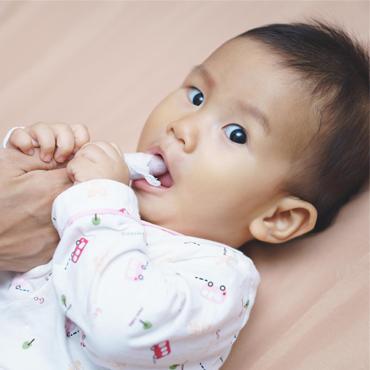 วิธีการดูแลสุขภาพช่องปากลูกน้อยตั้งแต่แรกเกิด